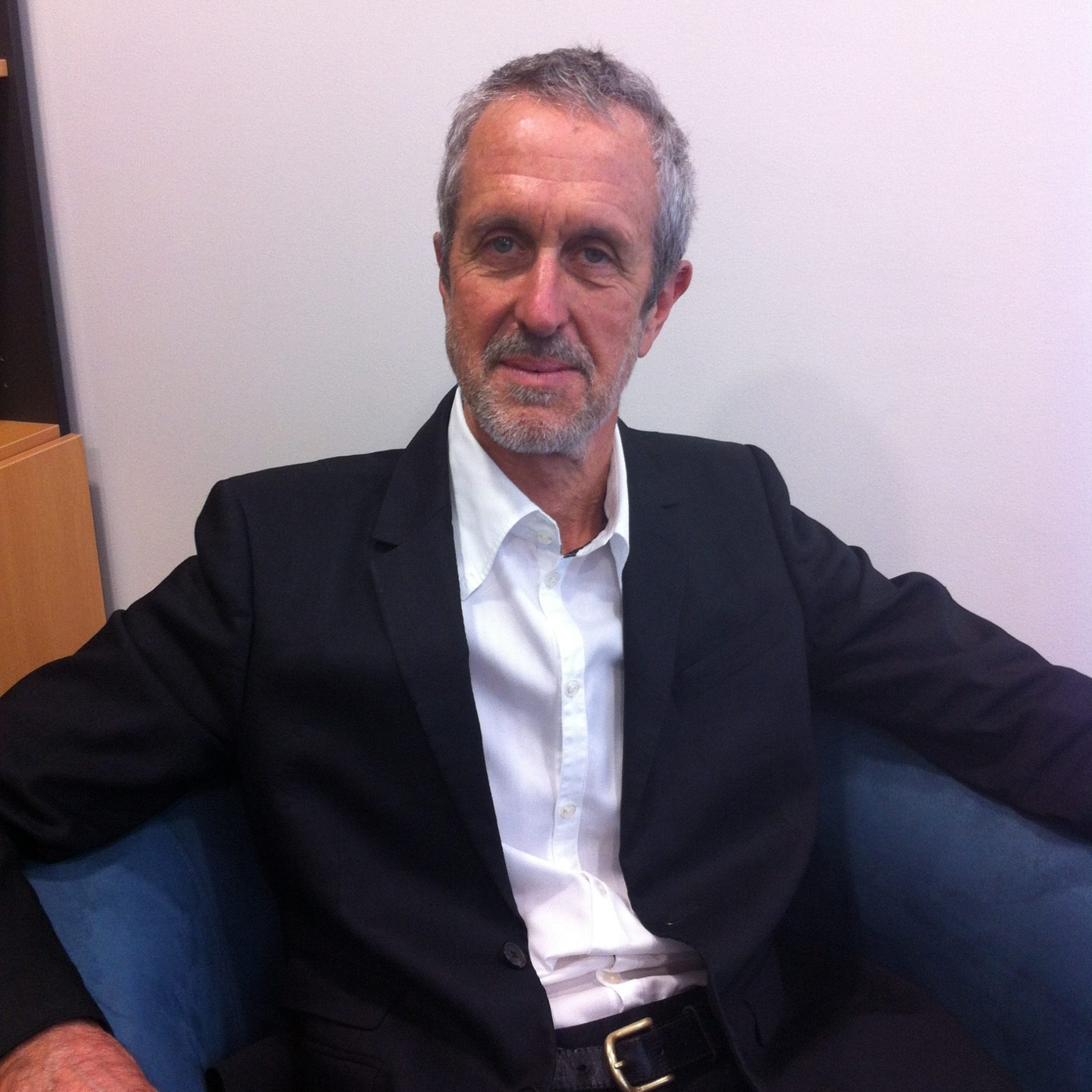 Dr Peter Vaux